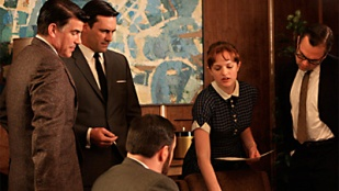 Mad Men 02x01 : For Those Who Think Young- Seriesaddict